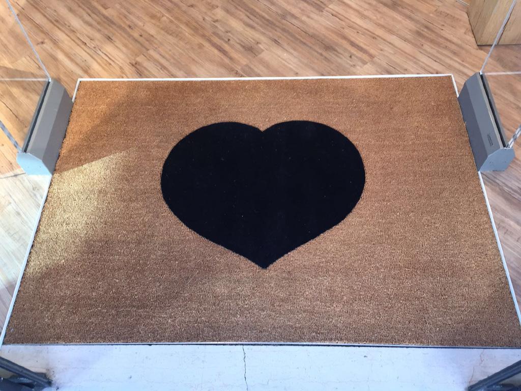 Wir lieben das Besondere – Sauberlaufmatte mit Herz!