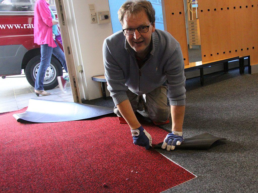 Einpassen eines Sauberlaufteppich