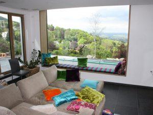 Raumausstatter-Mueller-Kissen-Fensterbank-Sofa