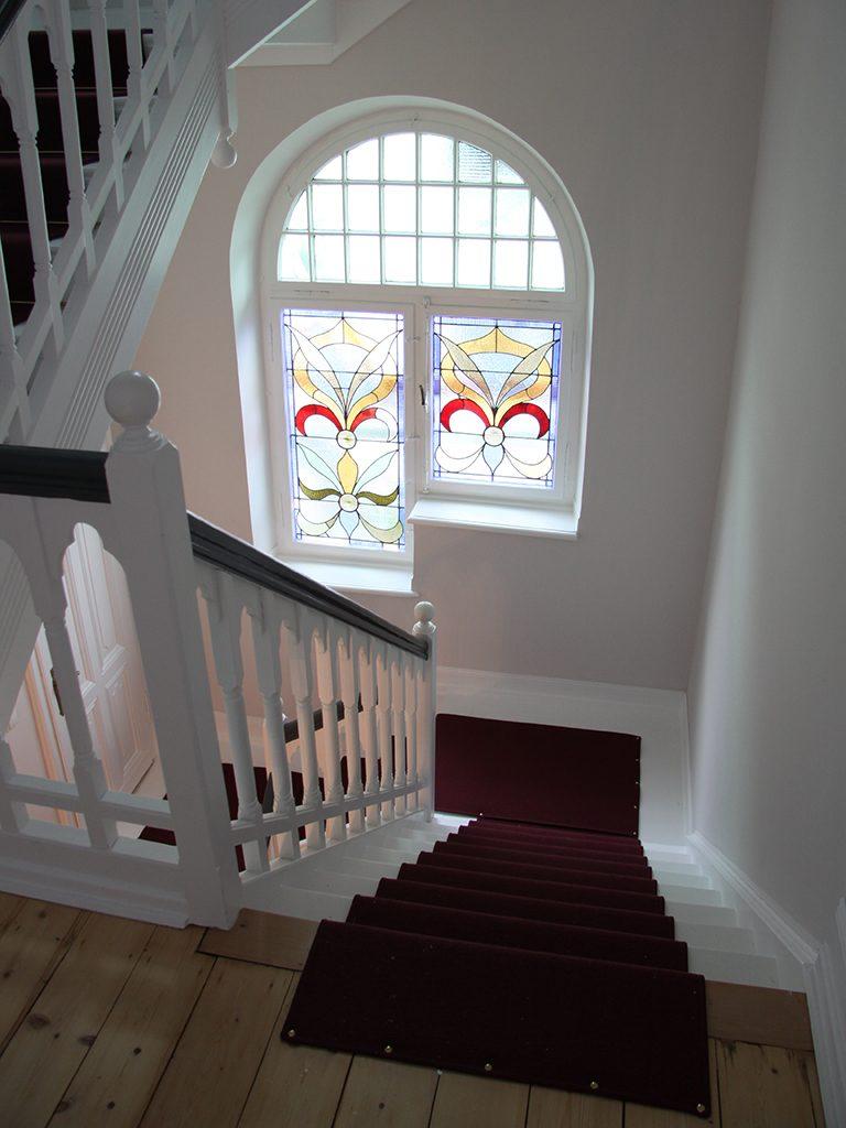 Treppenlaeufer-Velours-denkmalgeschuetzes-Haus
