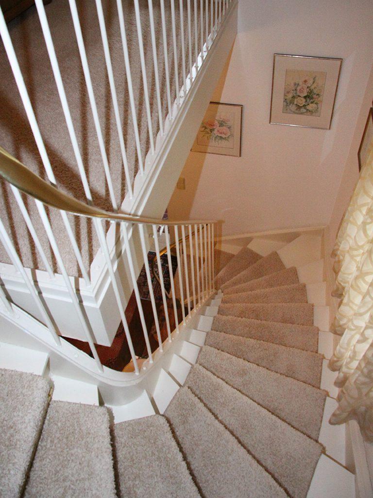Treppenlaufer-Velours-gekettelt