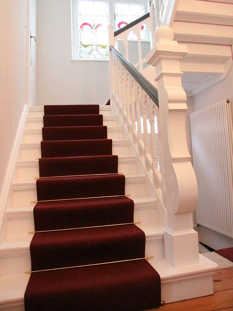 Treppenlaufer-denkmalgeschuetzes-Haus-768x1024
